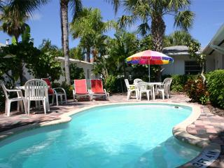 Banana Breeze/Lazy Lemon Cottage-2 heated Pools, Clearwater Beach,Gulf of Mexico