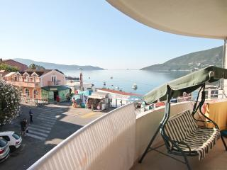 Apartment overlooking the Bay, to the sea 30 m