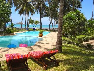 Peponi House located on the beach stunning cheap!