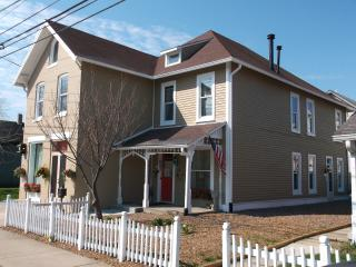HISTORICAL LOCKERBIE SQUARE VACATION HOME-VOTED #1