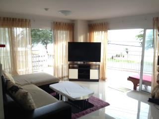 Beachfront Apartment 2 bedrooms and large patio