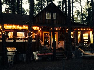 Charming Cozy Uniquely Furnished Rustic Cabin