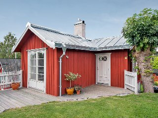 Cosy seaview cottage in central Vaxholm