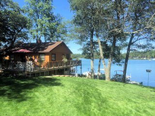 Gorgeous Lake Front Home with 2 Bedrooms,  Outdoor Hot Tub, Fireplace