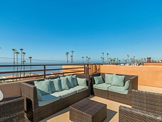 Newly Remodelled Ocean views Steps To Beach  Roof Top Deck