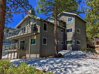 Lake Tahoe Views from gorgeous 3 level home! Pool table, Hot tub, WIFI, 4 HDTVs