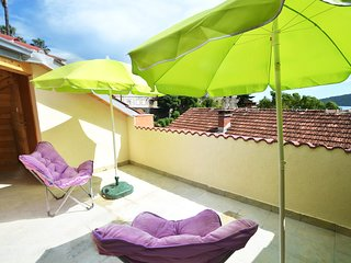 BRAND NEW Terrace Apartment for 3, just 3 MINS from Beach and Historic Town.