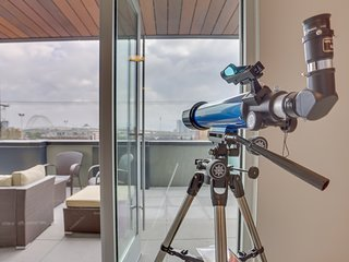 Stylish Q21 condo w/ amazing patio views & great location for exploring NW PDX