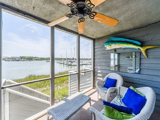 MARINERS CAY - DOLPHIN WATCH - RIVERFRONT, POOL, TENNIS, GRILL