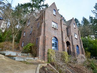 Castle Estate in SW Portland minutes from Downtown