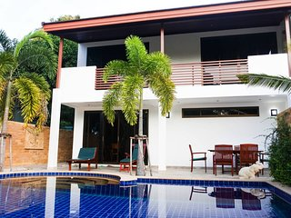 Stunning Villa by the Beach with Private Pool