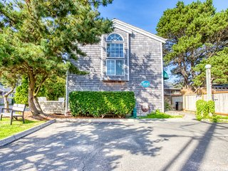 Tasteful & inviting dog-friendly home close to downtown and beach access!