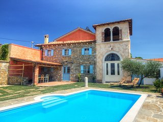 Authentic villa with shared swimming pool and magnificent views from the watchto