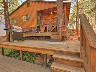 NEW! Cabin w/ 3 Decks ~4 Mi to Old Town Flagstaff!
