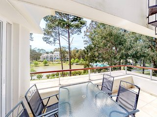 Family-friendly high-end resort condo w/shared pools, sauna, basket & more