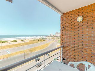 Beachfront apartment w/marvelous beach and ocean views from balcony