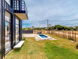 Family-friendly house near the beach w/shared pool and charcoal grills