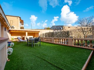 Apartment right near the harbor w/ expansive terrace - dogs welcome!